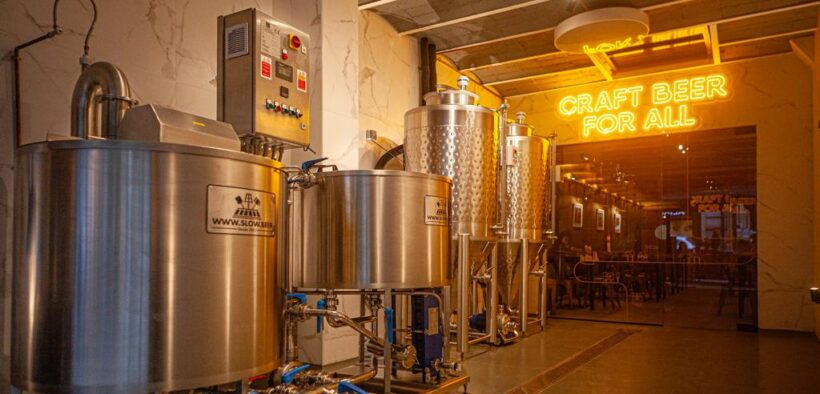 Interior del brewpub Ruta 6 Brewery